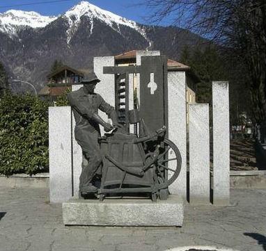monumento al Moleta - Pinzolo Italy.jpg